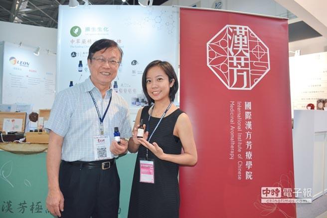 創辦人 蔡英傑教授(左)・經理 蔡恩加(右)